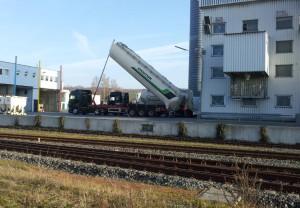 OberRamstadt_LKW_Entladung_am_Bahnhof3